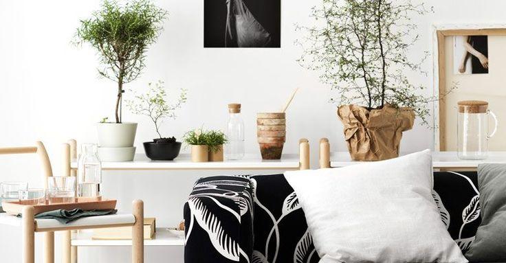 Arkitekten och designern Thomas Sandell har för årets IKEA PS 2017 kollektion formgivit två nya möbler, en bokhylla och ett multifunktionellt soffbord på hjul, båda i det enkla skandinaviska uttryck som är hans signum. Precis som byrån som ingick i en av de första uppmärksammade PS kollektionerna på 90-talet.
