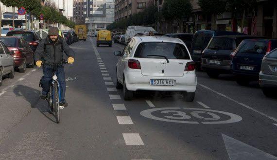 Las zonas 30 de Vitoria preparan la ciudad para bajar las bicicletas de las aceras