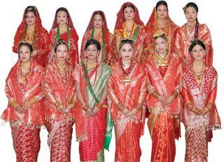 Las mujeres en Nepal usan una prenda de vestir llamada guniu al estilo del sari. El guniu puede ser tejido de algodón o telas de seda.