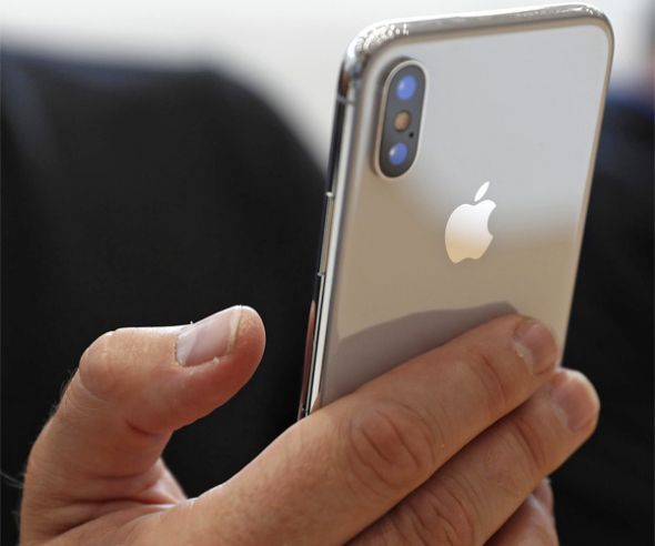 Reuters/Stephen LamAn attendee checks out a new iPhone X during an Apple launch event in Cupertino, California, U.S.  After weeks of being out in the market, the iPhone X just got its first major hardware issue. In the past few days, users have reporting issues with their $  999-plus...