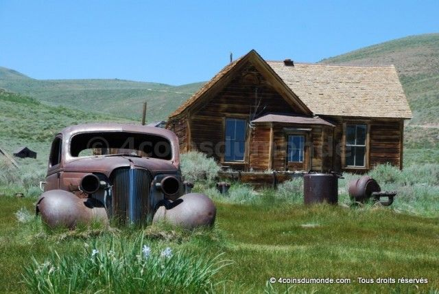 Pendant notre roadtrip de l'ouest américain, on a craqué sur cette ville fantôme, entre Yosemite et Death Valley.  http://4coinsdumonde.com/destinations/usa/cote-ouest/ville-fantome-bodie/