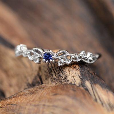 Beautiful ring! http://www.vddlifestyle.com/2016/12/14/celebrity-fashion-average-woman/
