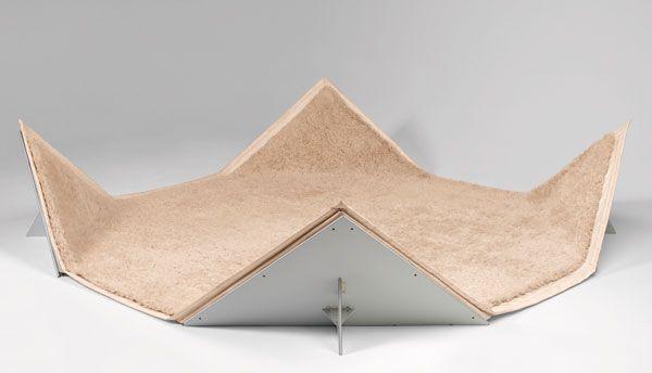 Pierre Paulin : Tapis-Siège, 1980. Bâche en toile enduite de PVC, quatre supports d'angles en contreplaqué et mélaminé, tapis en laine. Coll. Centre Pompidou, musée national d'art moderne / Photo G. Meguerditchian