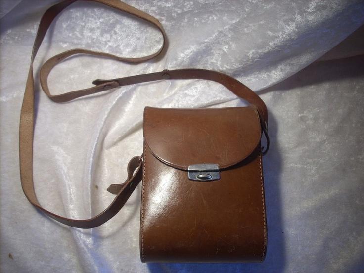 sehr schöne Vintage - Ledertasche   für ein Fernglas    ca. 16,5 x 11,5 cm   Breite 5,5 cm   Trageriemen verstellbar    Tasche ist in einem guten Z...