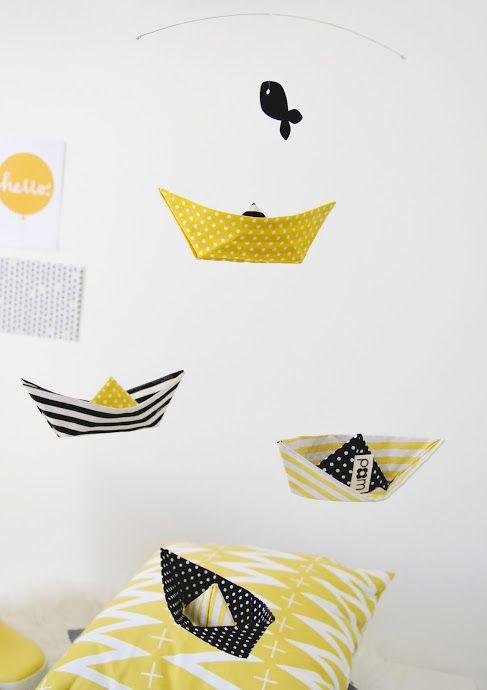 Mobile origami bateau jaune et gris - Minus concept store