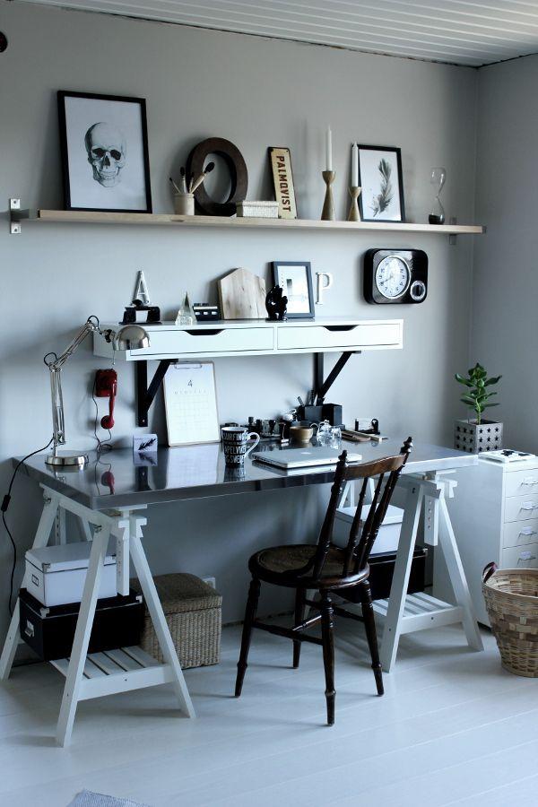 renoverat arbetsrum, bilder före och efter renovering, arbetsrum i grått och vitt, vit parkett, tarkett, epoque ask white pearl, ikea, arbet...