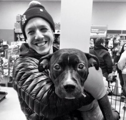 Theo Rossi Funny   Theo looks so cute holding that dog!