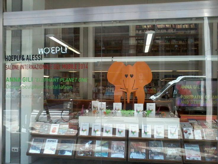 Avvistato in Libreria Hoepli un grosso elefante arancione!Avrà fame di libri??  #Salone2014 #design #Alessi