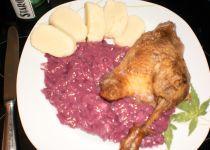 """Husička """"ála kachnička"""", s červeným zelím s brusinkami a domácím bramborovým knedlíkem"""