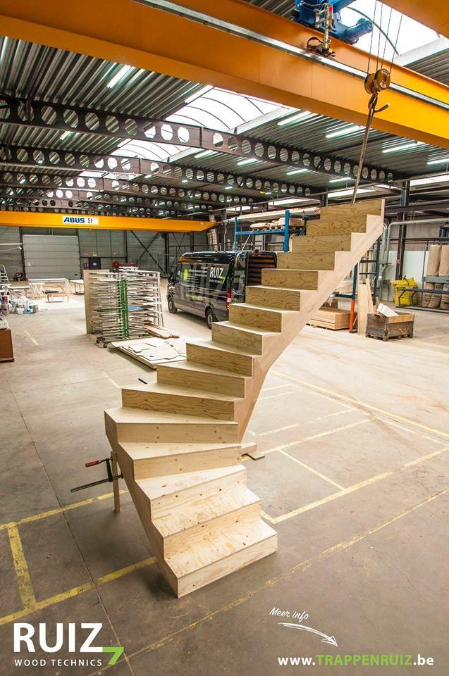 Werftrap - Trappen Ruiz  Wil jij ook een goed beloopbaare, budgetvriendelijk trap met een Z of L look, kies dan voor een multiplex trap ipv. een betonnen trap. (Deze kan ook als werftap gebruikt worden alvorens hij definitief bekleed wordt.)