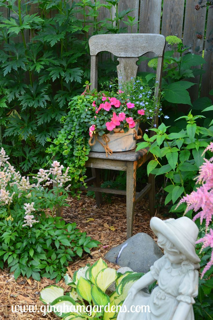 Garden Vignettes Using Flea Market Finds – Garden Art