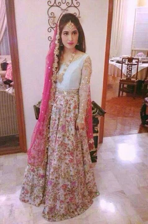 Florals are a strong trend in Pakistani bridal fashion right now, as shown on this dress by Zara Shahjahan on a mehndi bride.