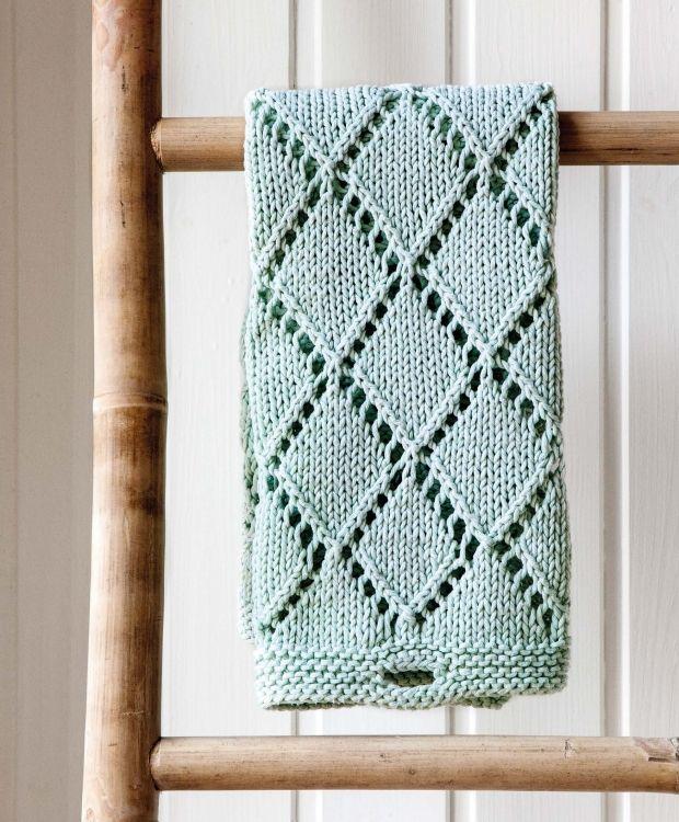 Strik er blevet et kæmpe hit. Vi giver dig opskriften på, hvordan du laver dit eget gæstehåndklæde, der skaber liv og personlighed i din bolig!