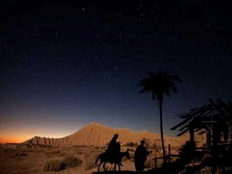 Presentamos los versos que en México utilizamos para pedir posada... Una rica tradición que ambienta preparando el Nacimiento de Nuestro Señor, Jesucristo...