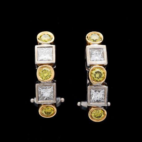 ÖRHÄNGEN, princess- och briljantslipade vita och gula diamanter, tot. ca 1.80 ct.  18k vitguld. L. 2,4 cm.