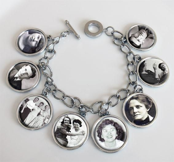Photo charm bracelet includes:- 8 Double sided photo charms. The photo area is approximately 25 mm or one inch. Add a photo or letter to each side.- 7.5 to 8.5