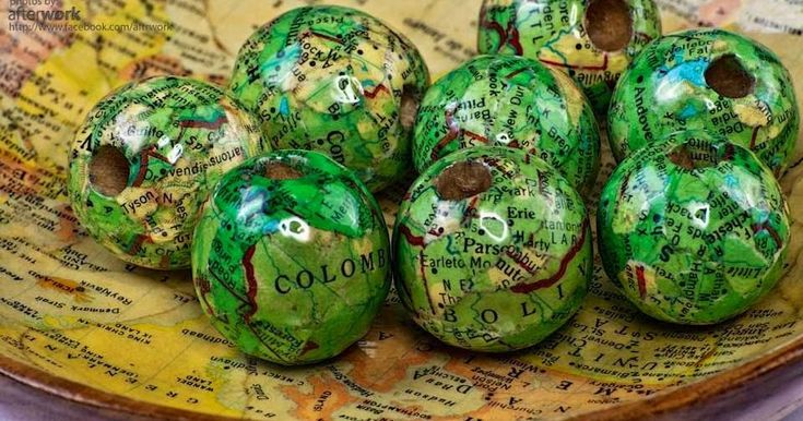 Decoupage wood beads with vintage maps. Make jewelries out of them or simply use them as bowl fillers and other decorative purposes you ...