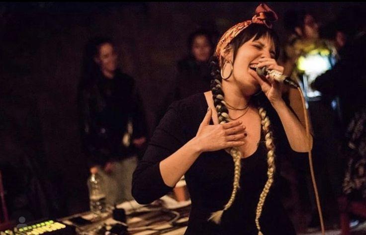 """Por mucho tiempo, la música urbana había tenido fama de estar """"masculinizada"""", estas morras llegaron a cambiarlo todo... Hip Hop, Girl Power, Pearl Necklace, Pearls, Fashion, The Pioneer Woman, Scene, Urban, Women"""