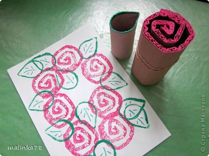 Manualidades Sant Jordi - rosas de cartón enrollado estampado con pintura