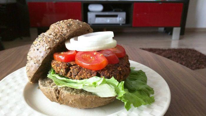 Een plantaardige linzen burger die zo lekker is dat je deze bijna niet kunt onderscheiden van een gewone hamburger. Super gezond en zonder vet.