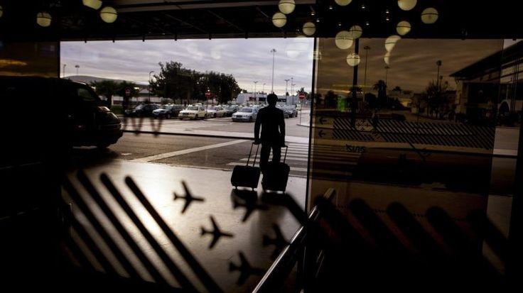 Auditoria de 2016 à NAV, empresa de controlo aéreo, avisava que novo sistema de gestão de tráfego aéreo era urgente. Demora na decisão pode levar a multas a Portugal. Investimento previsto para 2018. http://observador.pt/2017/11/23/auditoria-da-igf-demora-no-novo-sistema-de-trafego-aereo-pode-dar-multas-a-portugal/?/