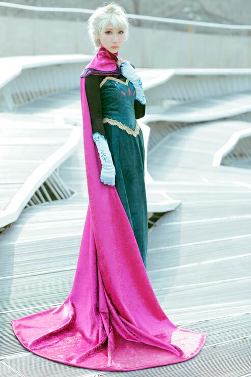 • cosplay amazing disney cosplay frozen disney frozen elsa Frozen Disney frozen 2013 queen elsa elsa cosplay queen elsa cosplay youllneverbetoooldfordisney •