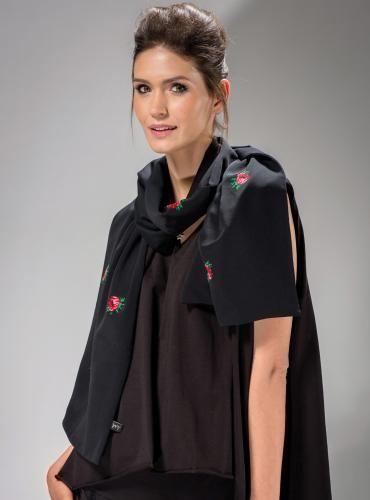 #SZAL #GÓRALSKI #CZARNY dwustronny,  tkaninę zdobiąpojedyncze kwiaty w stylu góralskim. #szalik #stylgóralski  #modaludowa  #moda #fashion  #mapepina #etno #ludowo #artfolk  #polskifolklor #madeinpoland #polscyprojektanci  #polishdesign #motifflower #black #red #fashion #stylish #stylowo #folktrends