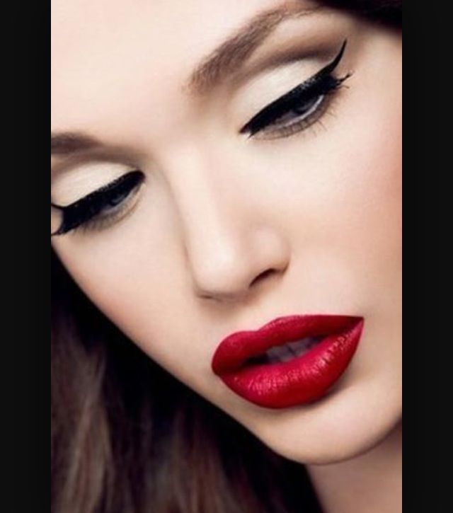 BEAUTIFUL MAKE UP LOOK , NEAUTRAL TONES, RED LIPSTICK