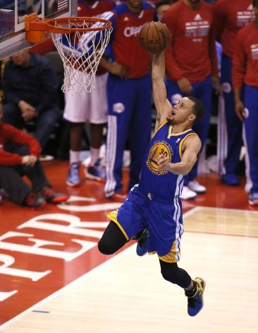 Warriors' Stephen Curry, (30) scores two on a break away in the third quarter, as the Golden State Warriors  take on the Los Angeles Clipper...
