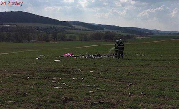 Z letadla zříceného na Prachaticku odpadlo za letu několik částí