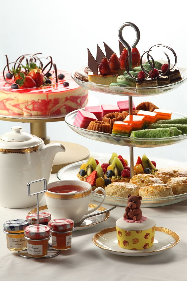 Beautiful Display of High Tea.  I wish I could do anything close to this.....