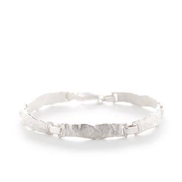 Hammered bracelet in silver | Wim Meeussen Goldsmith Antwerp