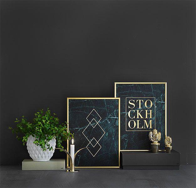Tavla med guldtext Stockholm på grön marmor, posters