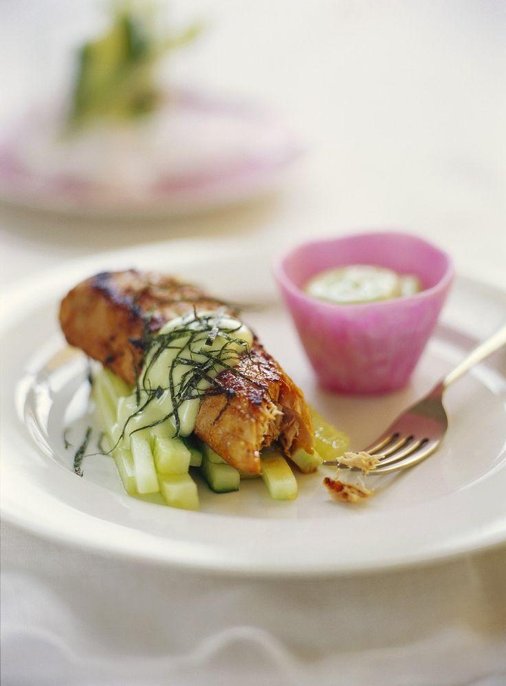 Gebratener Thunfisch mit Gurken | Zeit: 20 Min. | http://eatsmarter.de/rezepte/gebratener-thunfisch-mit-gurken