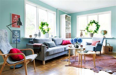 Jakten på den perfekta retro-blå-ljust-turkos-matt-isiga väggfärgen till vårt vardagsrum.