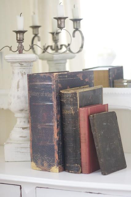 ...beautifully worn hard bound books...Beautiful Book, Beautiful Worn, Shabby Chic, Chic Book, Bound Book, Hard Bound, Worn Book, Tine Kreativ, Kreativ Hjørne
