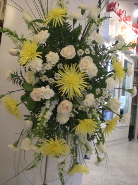 http://www.unny.com #beautiful  funeral spray #flowers  #arrangement