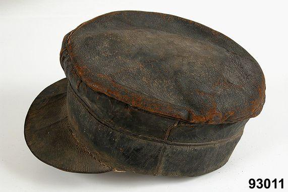 Kaskett i läder, Dalarna, 1850-tal. Nordiska Museet, nr. NM.0093011