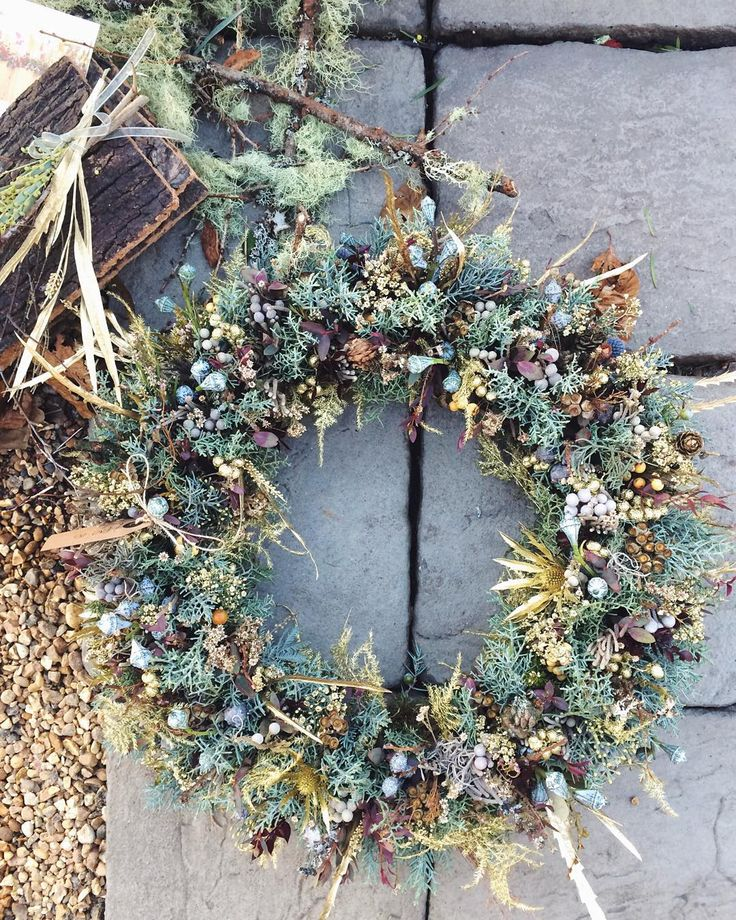 Absolutely stunning Christmas wreath at the @zita_elze shop in Kew! It's where I've been this afternoon to take photographs for Flowerona and I can't wait to share them with you. It was so lovely to catch up with Zita Lauren and Emma. By the way if you live in the area Kew Sparkle is taking place this evening and Zita's shop will be open so do pop in. It's one of my very favourite florist shops in London.