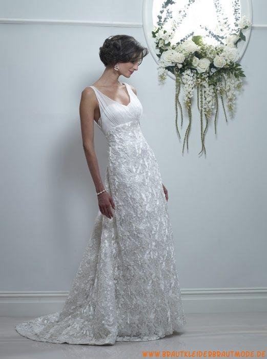 Wunderschöne rückenfreie Brautmode mit Schleppeaus Spitze mit Schleppe