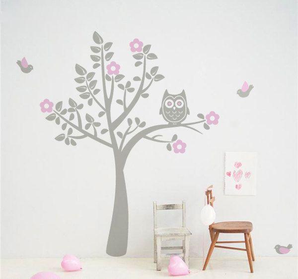 Exclusive Muursticker Uiltje in Boom (grijs roze) - Muurstickers Babykamer & Kinderkamer