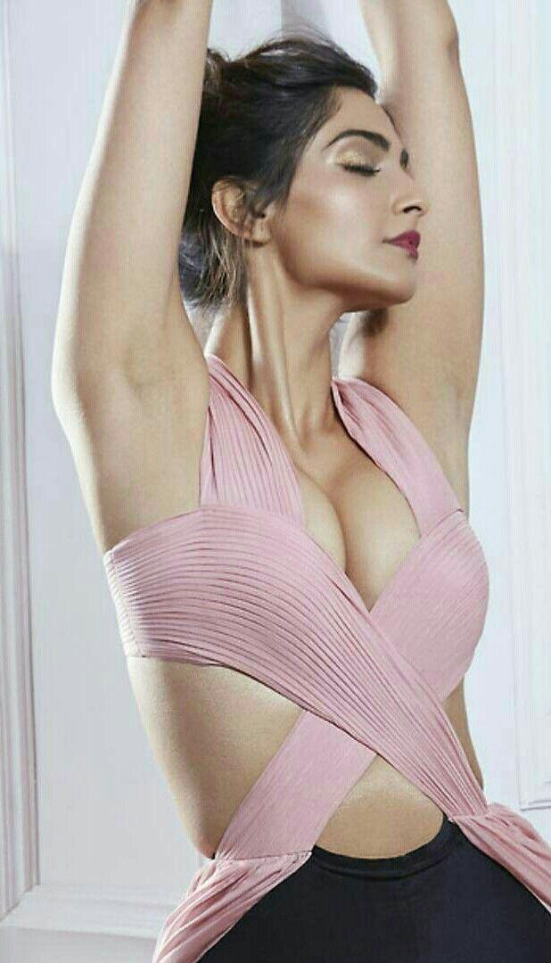 Sonam Kapoor @Extremely hot in an Understatement