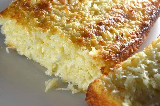 bolo de coco e queijo, massa molhadinha
