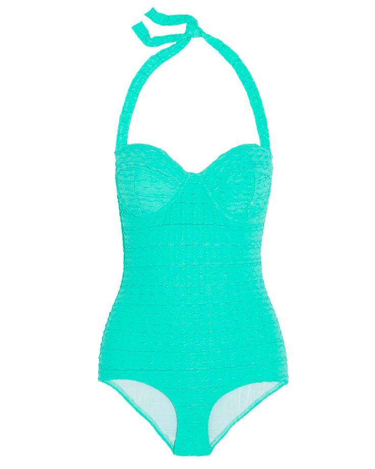 Del cut-out al retro, los 5 trajes de baño que no pueden faltar este verano EL INFALIBLE HALTER. http://www.glamour.mx/moda/shopping/articulos/guia-trajes-de-bano-bikini-monokini-tipo-de-cuerpo-primavera-2013/1520