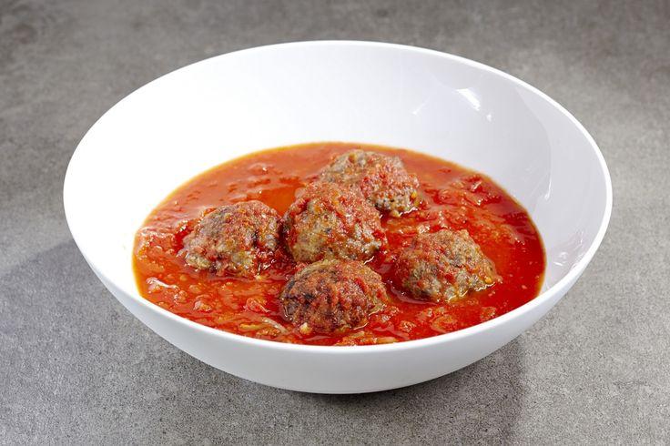 Tussen de kant-en-klare maaltijden in CRU vind je altijd minstens één Belgische klassieker terug: balletjes in tomatensaus. Met deze 'ouwe getrouwe' maak je zowel de jongste als de oudste eters gelukkig!