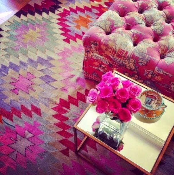 Veja como escolher o tapete que você vai usar na sua decoração. Conheça mais sobre o Kilim, um tapete super original produzido manualmente no Irã.