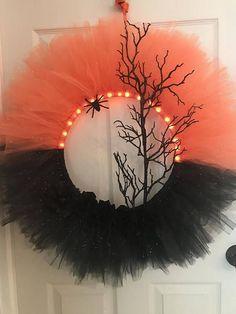 11 Cute DIY Halloween Tulle Wreaths