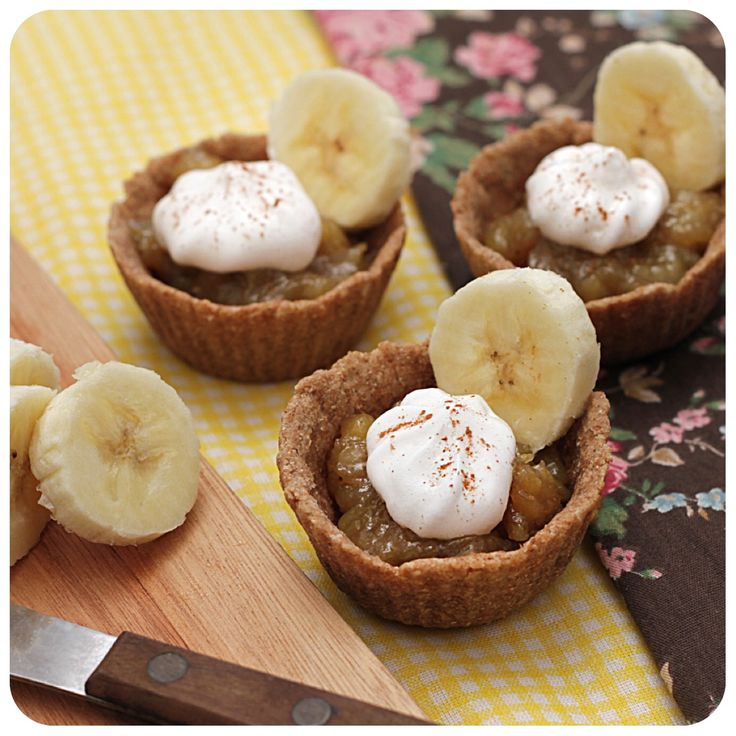 Tortinha vegan de banana. Troquei o açúcar por adoçante. Ficaram bem gostosas, mas acho que com o açúcar ficaria melhor. :)