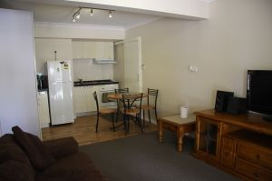 ONE BEDROOM UNIT - Walk to Griffith University, train, shops and bus. This fully furnished unit is located in Robertson Queensland 4109