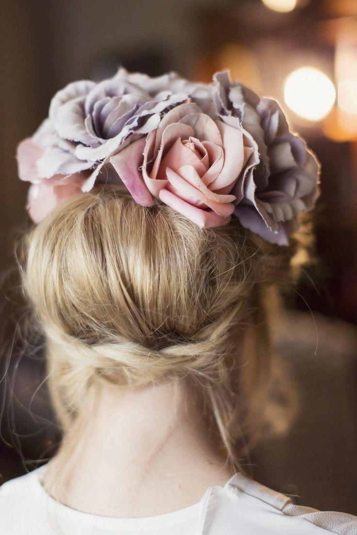 Giant pastel statement flowers + subtle laid-back braids 🍥 It's got @amm_team written all over it 💜